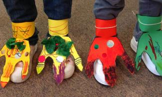 Dinosaur feet craft